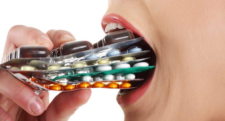 """Desde el """"Atomarporculolaesclerosis"""" 500mg al """"Nosirveunamierda"""" inyectable, la farmacia en casa."""
